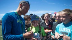 De Grasse runs into his fans – and loves it